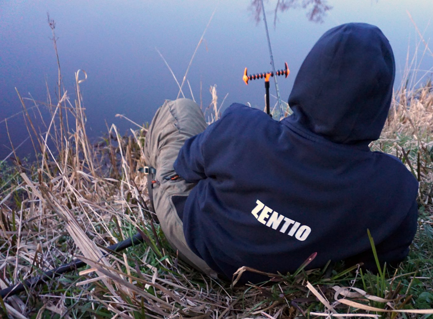 Michael Zentio vilar vid ån
