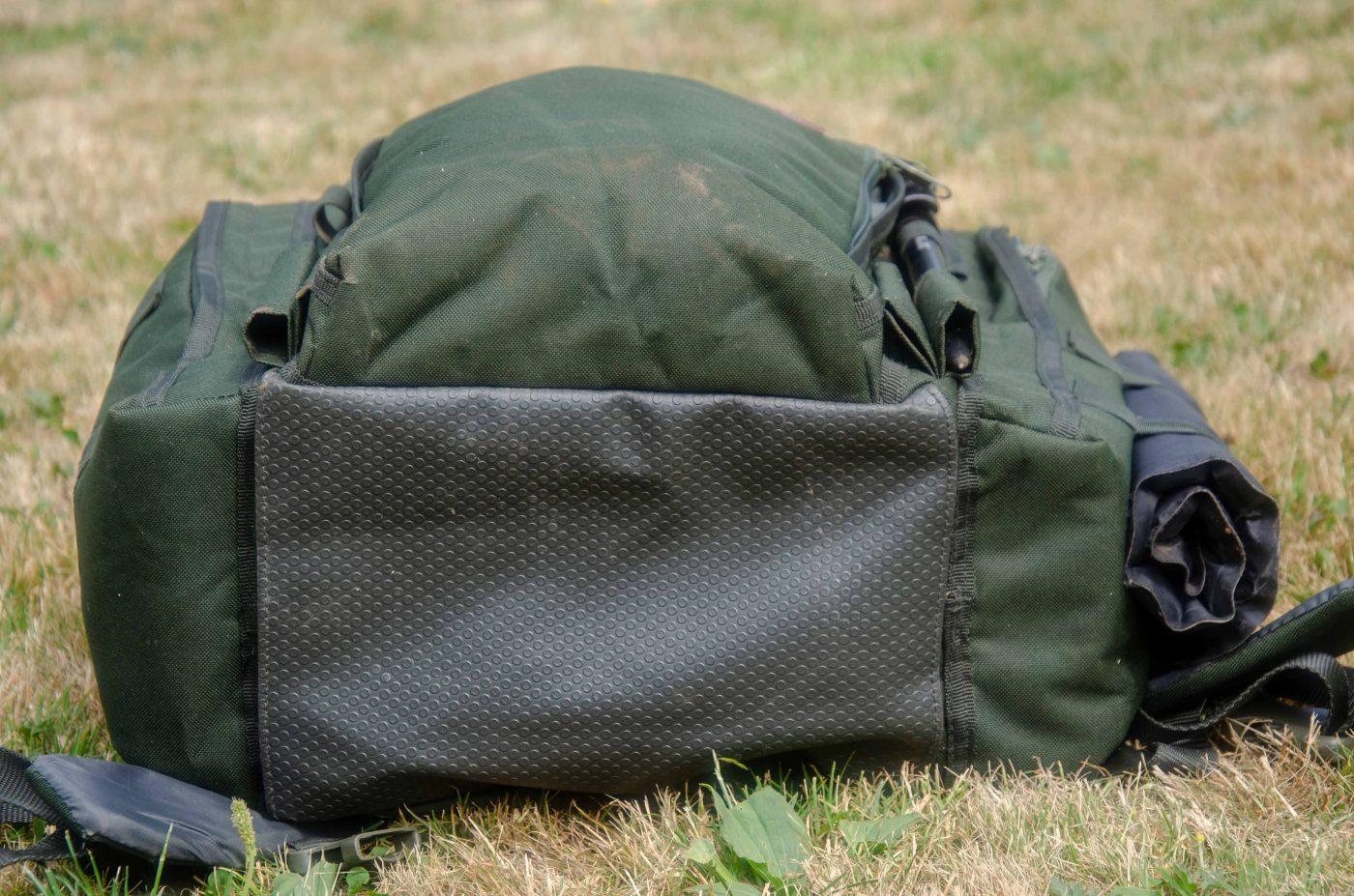 Skydd mot blött underlag på undersidan av väskan.
