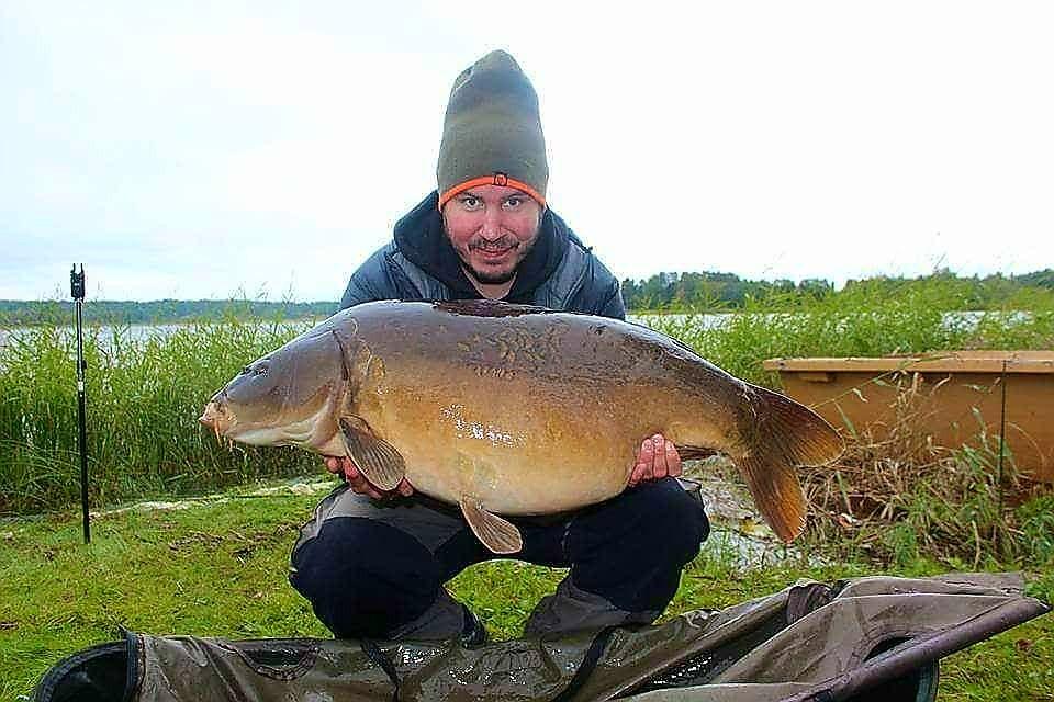 Karl Linden med en spegelkarp på 16,3 kg
