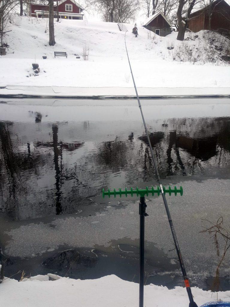 Färna från en isig å