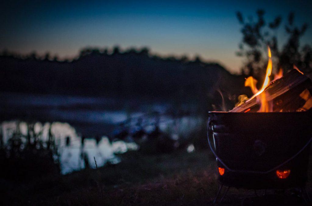 Daniel Demeter med en riktigt fin bild på en eld