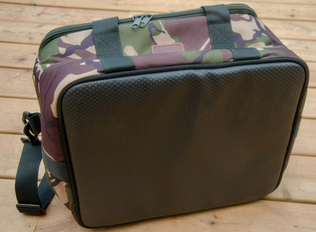Botten på Saber Tackle - Cooler Bag