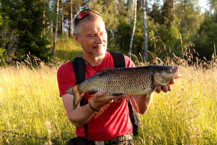 Niklas Graberg med en fin färna från fina Emån.