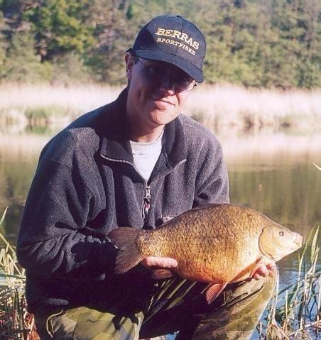 Roger Hellsten med sin stora ruda på 2525 gram från Rassa Vikar, 2002