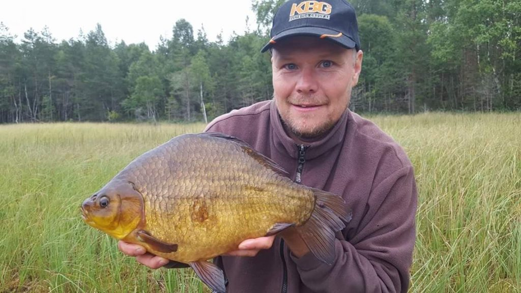 Percy Karlsson med en riktigt fin Ruda från ursjön.