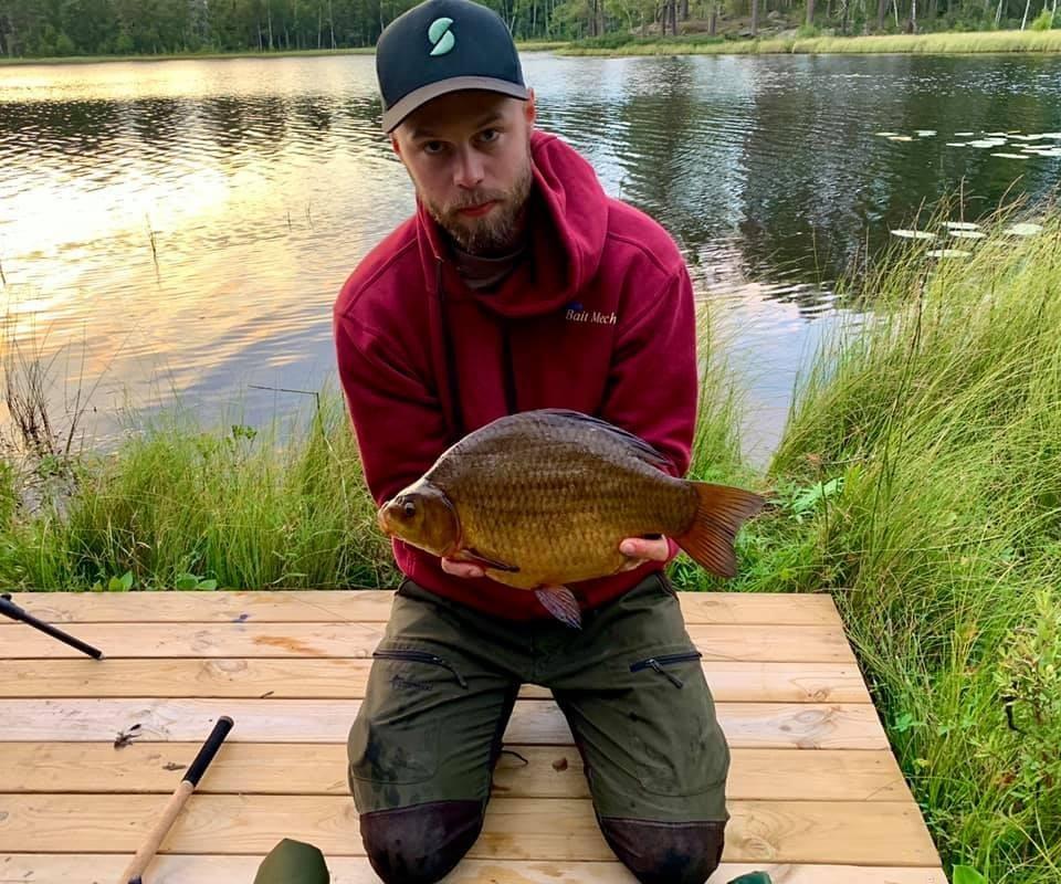 Daniel Roos med en ruda på 2000 gram från Stockarna i Ursjön