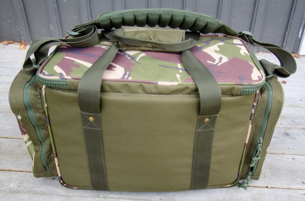 baksidan på väskan